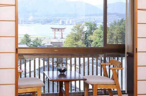 厳島神社大鳥居が見える部屋