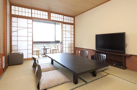 厳島神社大鳥居が見える部屋(室内)