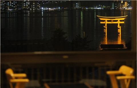 厳島神社大鳥居が見える絶景